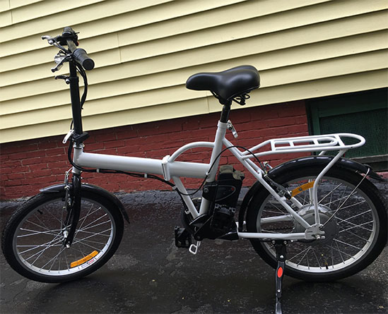This is the Coolpeds electric bike Janik received two years after the crowdfunding campaign ended.
